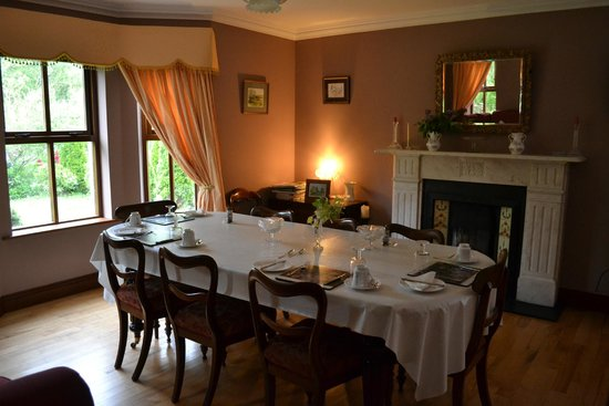 Old Castle House: The beautiful breakfast room