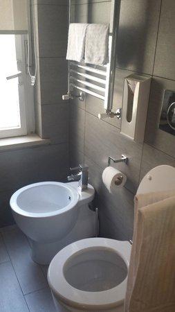 Casa Campo de' Fiori: bathroom in our suite