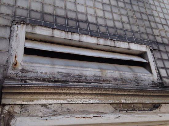 El Conquistador Hotel: ventilation of the hotel.