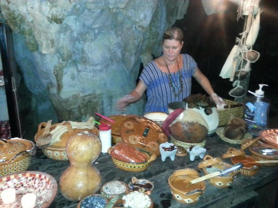 Cenote Chaak Tun: traditional lunch served