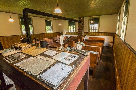 Historic Deerfield: Wapping School House