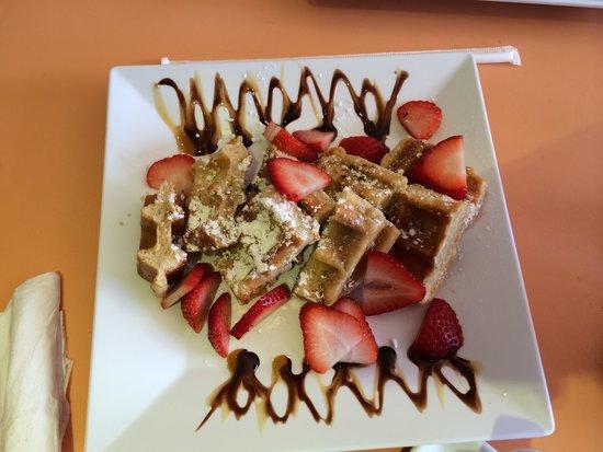 Aromas Coffee & Crepes: Waffles