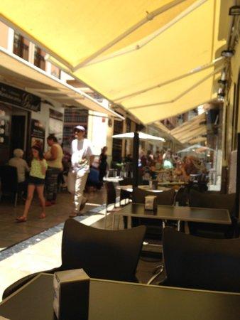 Restaurante Genil: Busy street full of restaurants