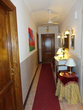 Hotel Sweet Home : Hotel corridor