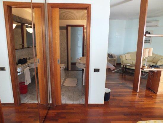 Hotel Sirenella: bagno con doppia entrata