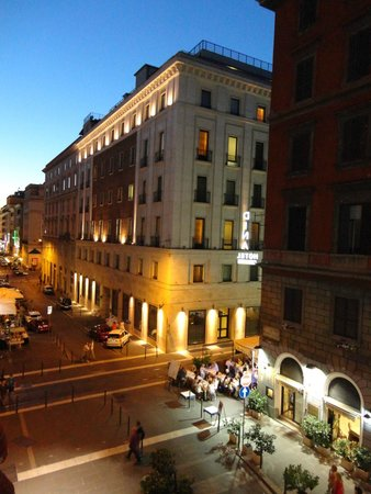 Hotel Sweet Home: Via Principe Amedeo by night