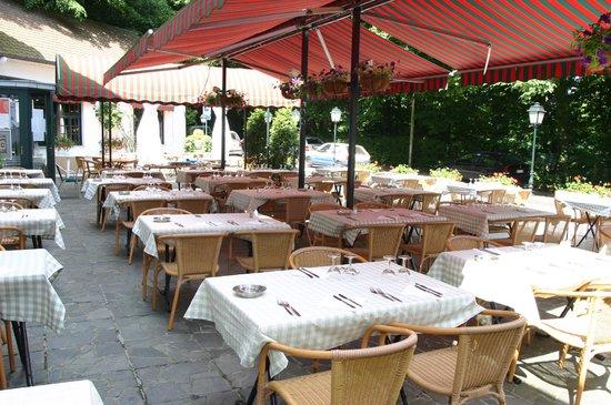Au Repos des Chasseurs: Terrasse restaurant Au repos des Chasseurs Boitsfort