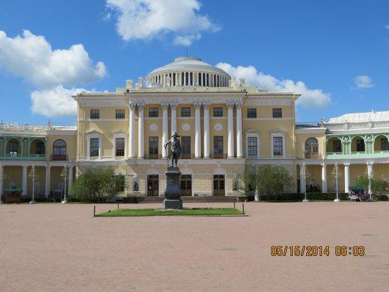 Tsarskoye Selo State Museum Preserve: Pavlovsk entrance
