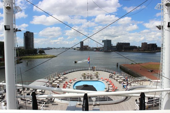 De Rotterdam Steam Ship: Sundeck with terrace and swimmingpool
