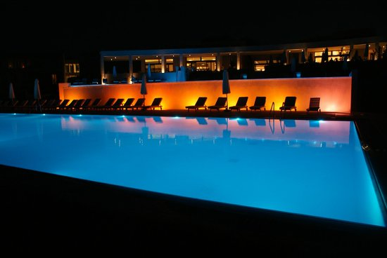 Atlantica Eleon Grand Resort & Spa: Waterpool in the evening