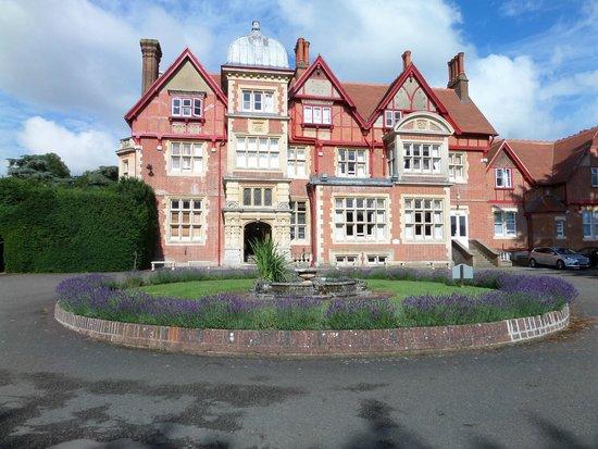 Pendley Manor Hotel: Pendley Manor Front