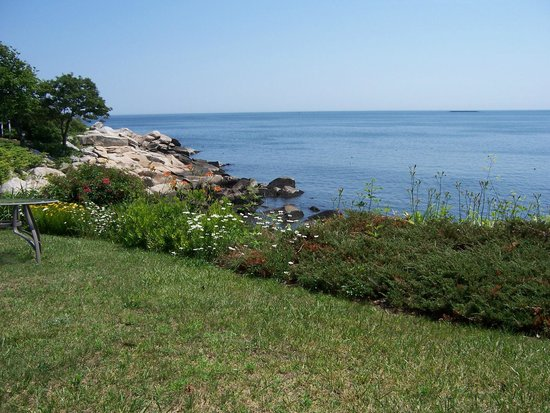 The Quarterdeck Inn by the Sea: view of the water from wide lawn