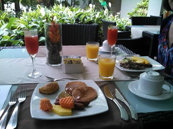 The Royal Corin Thermal Water Spa & Resort: breakfast on our first day