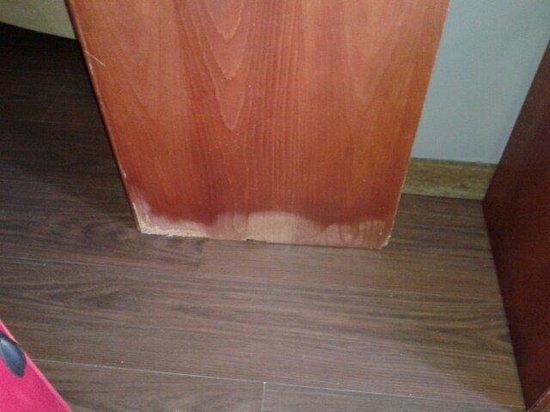 Hotel Inffinit Sanxenxo: more water damage