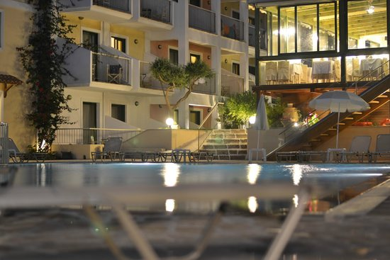 Strofades Beach Hotel: Pool in the evening