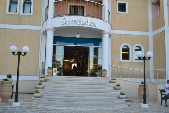 Strofades Beach Hotel: Front of Hotel