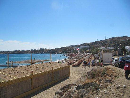 Paradise Beach: a barraca com cadeiras de praia