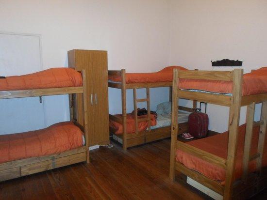 Dolce Vita Hostel: Quarto da frente com 6 camas!