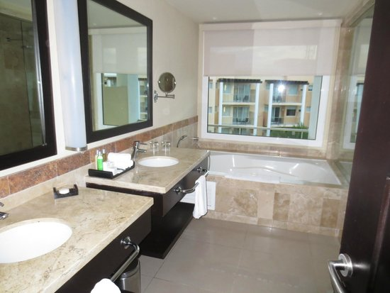 Now Jade Riviera Cancun : Double sinks.. can never go wrong with that!