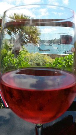 dickandwills: Glass of wine with a view! great food and service.
