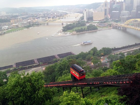 Duquesne Incline: Such a charming red trolley car