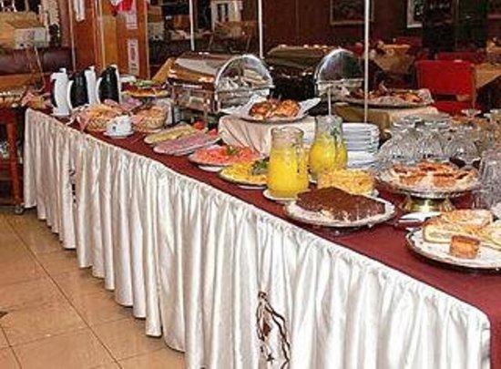 Hotel Cuatro Reyes : Café da Manhã excelente