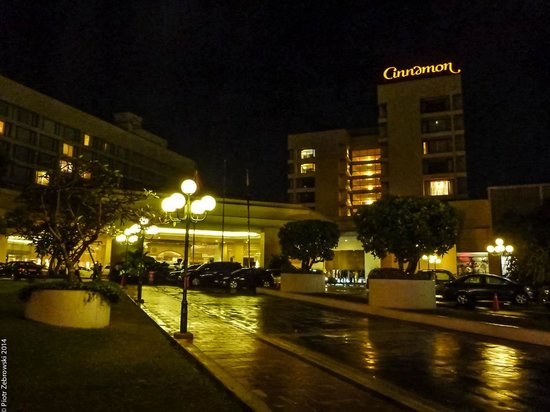 Cinnamon Grand Colombo : outside hotel