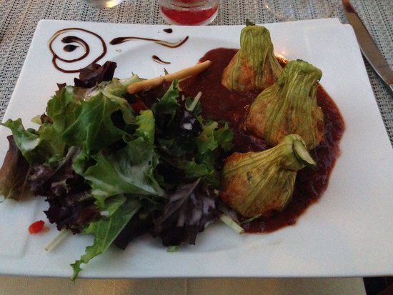 Restaurant Cote Place: Fleurs de courgettes sur lit de chèvre