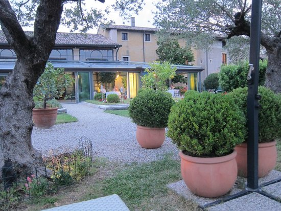 Hotel Villa Del Quar: Dining area seen from outside