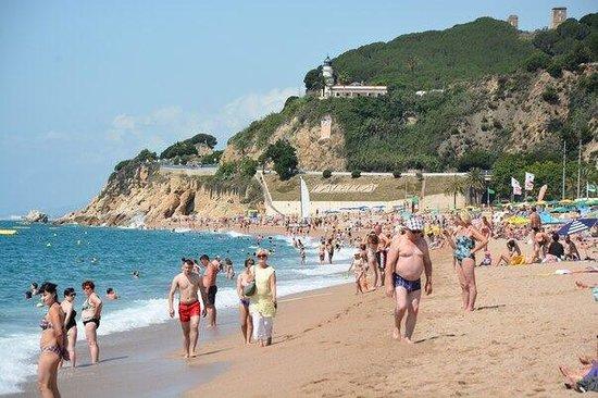 Hotel Les Palmeres : Calella! Общественный пляж.