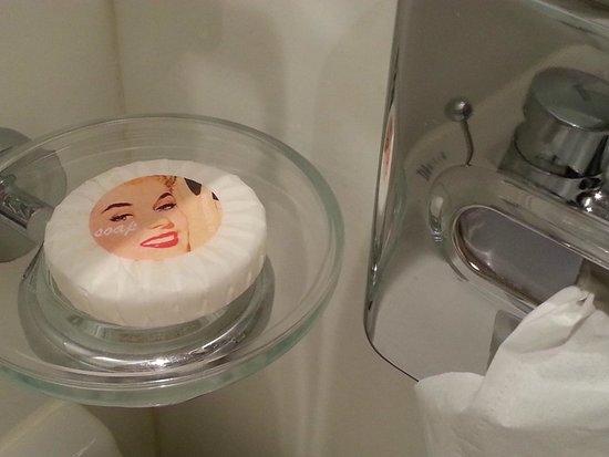 SS Rotterdam: Bathroom detail