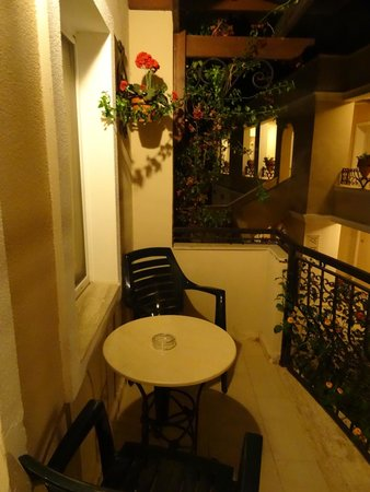 Cactus Mirage Family Club : balcon