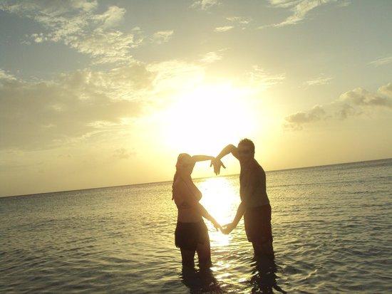 Infinity Bay Spa and Beach Resort: evening sunset