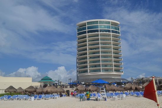 Great Parnassus Family Resort: Hotel vu de la plage