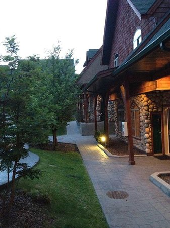 Mystic Springs Chalets & Hot Pools: eveing
