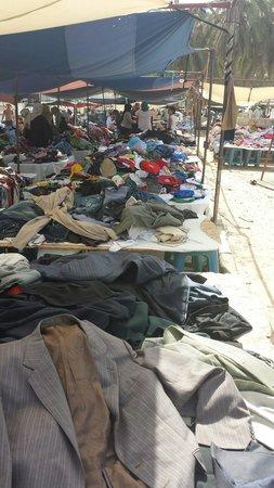 Markt/Basar in Houmt Souk : Secondhand clothing market houmt souk