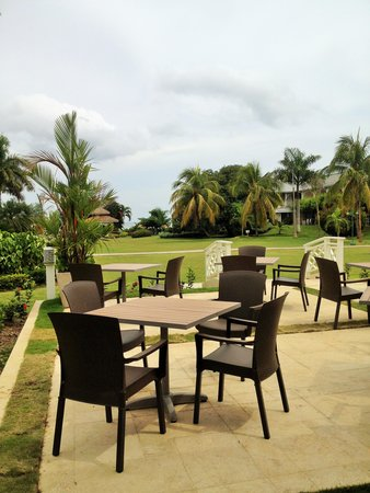 Sunscape Cove Montego Bay: courtyard from the Terrace Restaurant