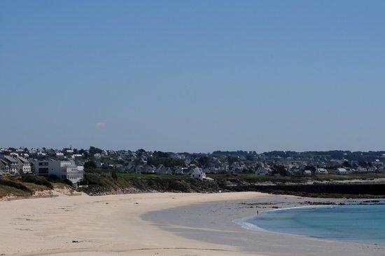 Hotel Au Roi Gradlon : l'hôtel et la plage