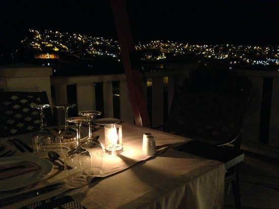 Hotel Casa Higueras : Dinner overlooking the city