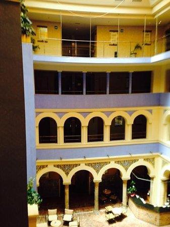 ILUNION Merida Palace: Central hotel bar area