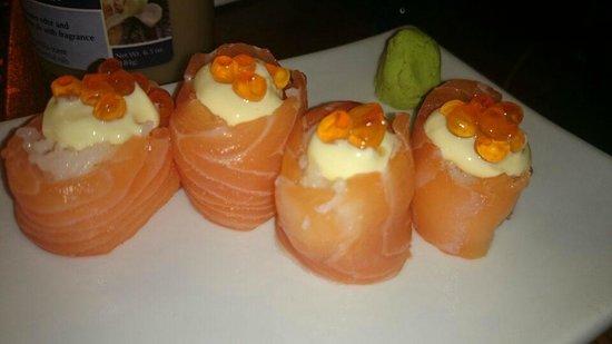 Matsuei Sushi Bar Panama: se me antojo salmon con ikura y mayo kewpie