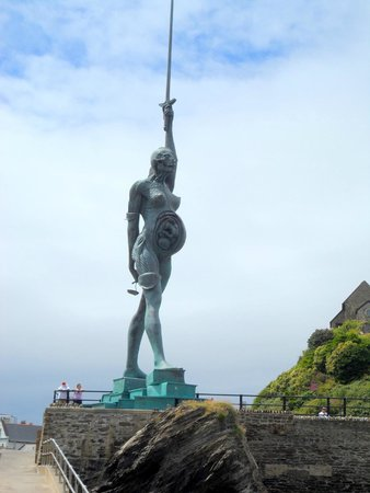 Verity Statue: Verity on the anatomical side