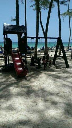 Vista Sol Punta Cana : en el parque del mini club