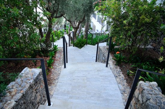 Jumeirah Port Soller Hotel & Spa: Infinite stairs to get to the infinity pool......