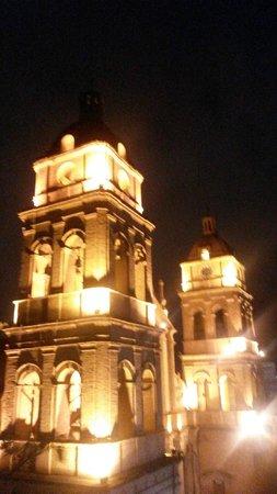 Senses Boutique Hotel: Vista de la Catedral Metropolitana Basílica de San Lorenzo desde el Restaurante la Terraza