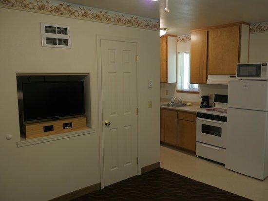 Ocean Suites: TV in main room