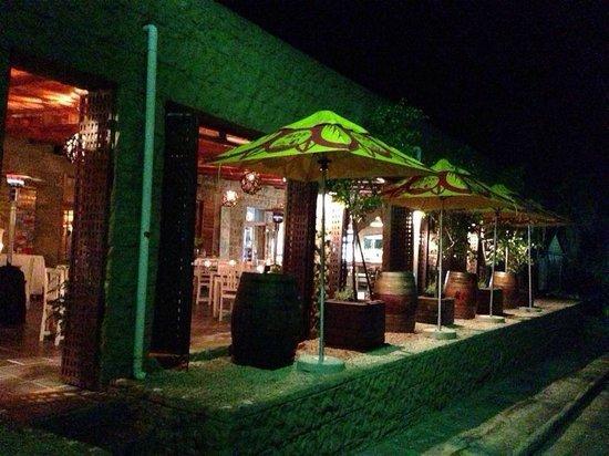 The Black Swan Restaurant & Wine Bar : Outside smoking area