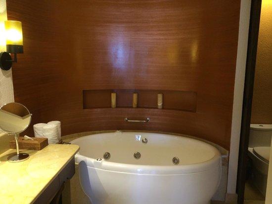 Secrets Puerto Los Cabos Golf & Spa Resort : Great tub