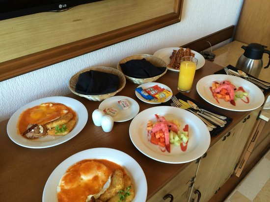 Secrets Puerto Los Cabos Golf & Spa Resort: Breakfast spread
