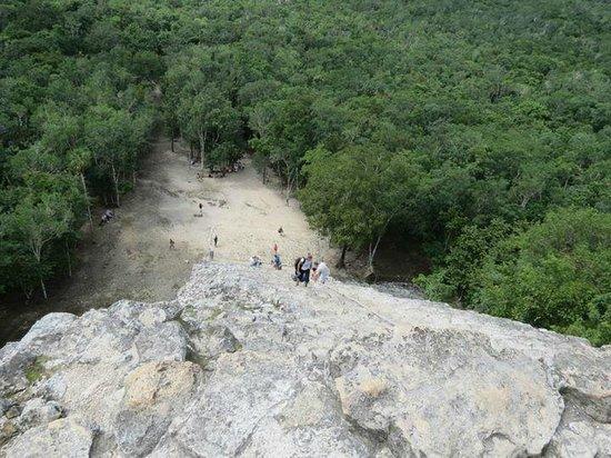 Ruinas de Coba: subiendo la pirámide